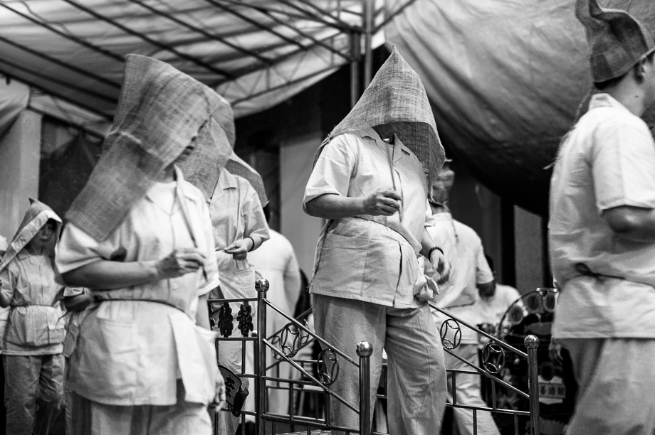 Taoist funeral, Singapore, documentary, jamie chan, blog, photography, leica, monochrome, hooded women