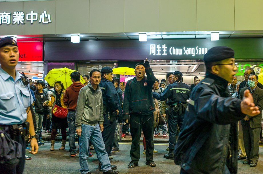 umbrella movement, yellow umbrella, Hong Kong, Protest, Leica, Jamie Chan, mongkok, clash