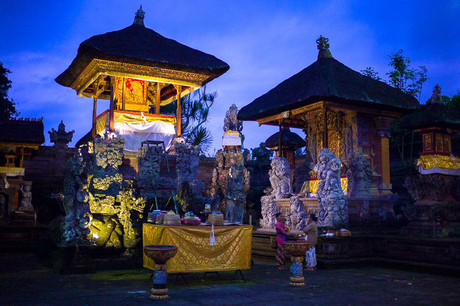 Barong, Jamie Chan, Leica, No Foreign Lands, Bali, Indonesia, Ubud, blue hour, village