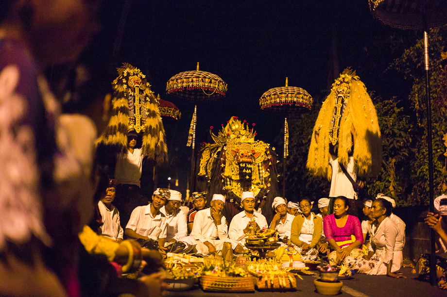 Night, Barong, Jamie Chan, Leica ME, No Foreign Lands, Bali, Indonesia, Ubud, people, ceremony, blessing, 35mm Summilux, Villagers