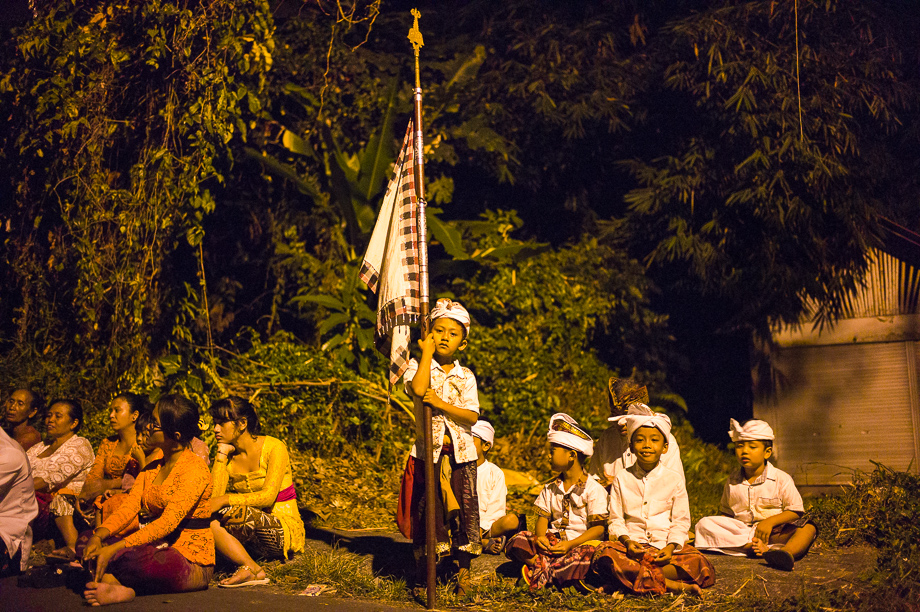 Night, Barong, Jamie Chan, Leica ME, No Foreign Lands, Bali, Indonesia, Ubud, people, ceremony, blessing, 35mm Summilux, flag bearer, boy